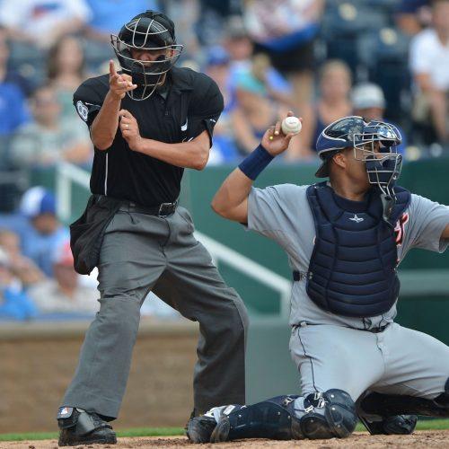 mlb-baseball-beisbol-umpire-counting-strike-ball-strikeout-call-grandes-ligas-playidx-play-index